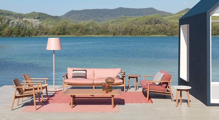 The outdoor furniture collection Riva by Jasper Morrison for Kettal is made of weatherproof teak.