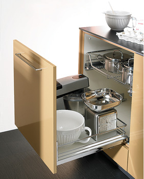 Base unit front pull-out, Kesseböhmer, guided by concealed dynamic runners, with pull out wire shelf