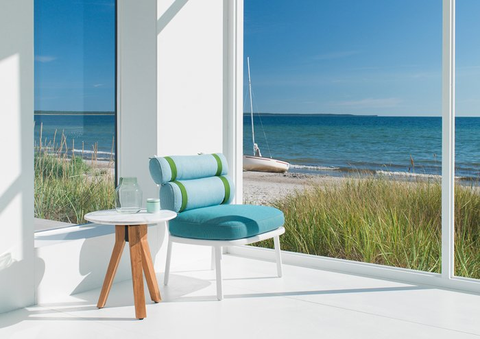The Roll furniture series by Kettal cuts an impressive figure both in the home and under the open sky