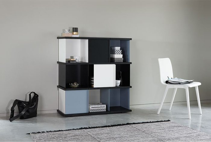 The elements of the YU line can be used for completely individual shelving design to suit any room size